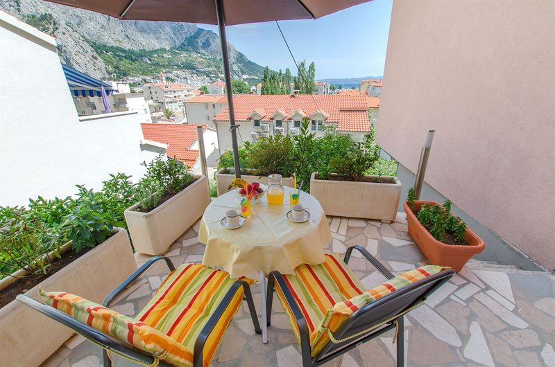 Apartments Zecic, holiday rental in Naklice