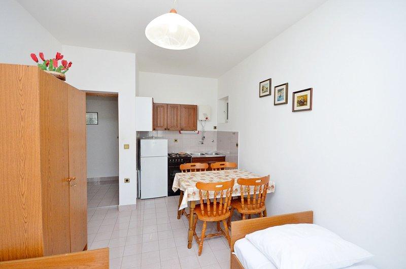 Apartments Vila Punta, holiday rental in Jadrtovac