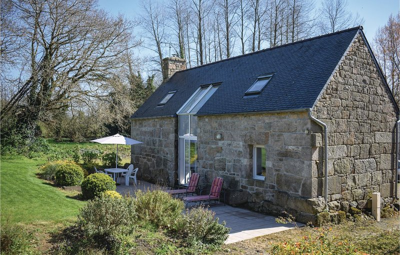 Amazing home in Lannion with WiFi and 2 Bedrooms (FBC010), vacation rental in Louargat