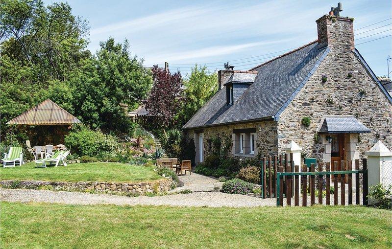 Nice home in Plouguiel with 2 Bedrooms (FBC007), location de vacances à Minihy-Tréguier