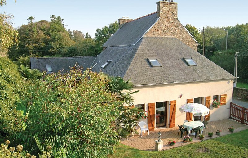 Beautiful home in Lézardrieux with WiFi and 3 Bedrooms (FBC057), holiday rental in Lezardrieux