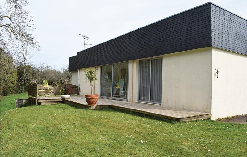 Beautiful home in Paimpol with 3 Bedrooms and WiFi (FBC225), holiday rental in Yvias