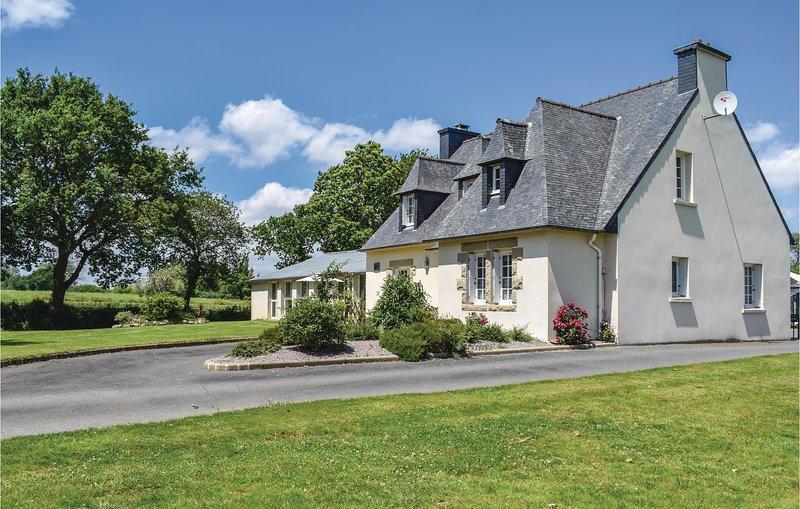 Groot vakantiehuis met verwarmd binnenzwembad (FBC283), casa vacanza a Pontrieux