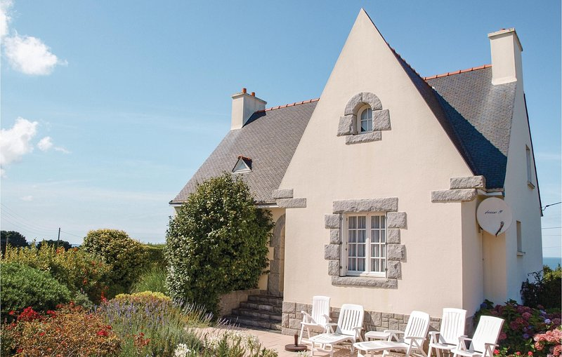 Amazing home in Trévou Treguignec with WiFi and 4 Bedrooms (FBC316), holiday rental in Trevou-Treguignec