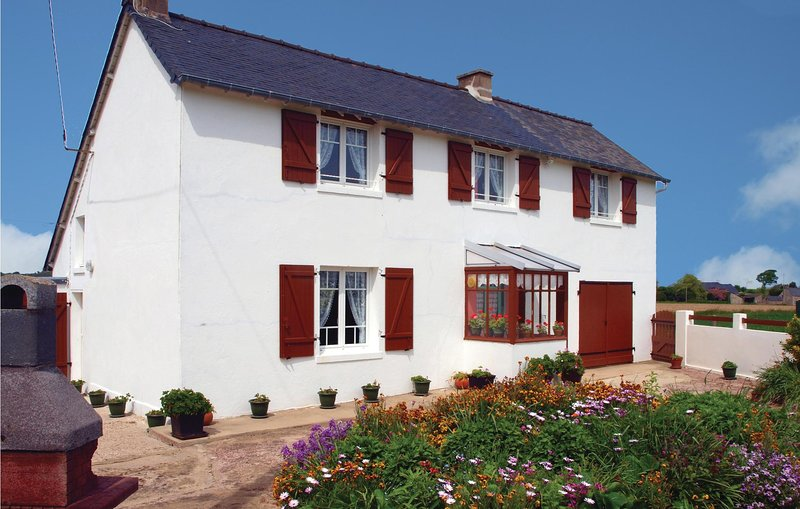 Nice home in Pleboulle with 3 Bedrooms (FBC306), vacation rental in Henanbihen