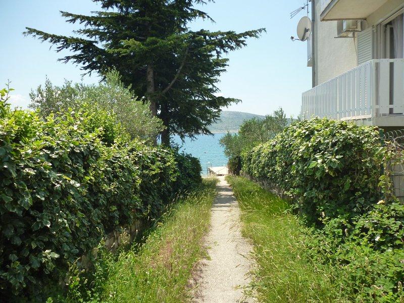 Apartments NOVOSEL-30 m from the beach, aluguéis de temporada em Seline