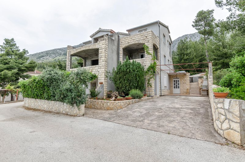 Apartments Helena, vacation rental in Ivan Dolac