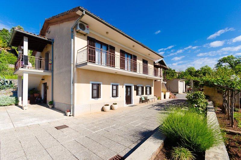 Apartments Ilinka, holiday rental in Dobrec
