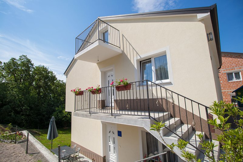 Apartment Zlatko, holiday rental in Jurdani