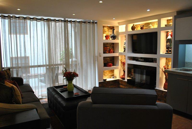The Simba Suite 2 Bedroom 1 Bath-Condo in El Centro-Terrace and Roof Terrace, location de vacances à Cuenca