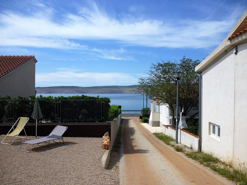 Apartments Tisa-with seaview, holiday rental in Lovinac