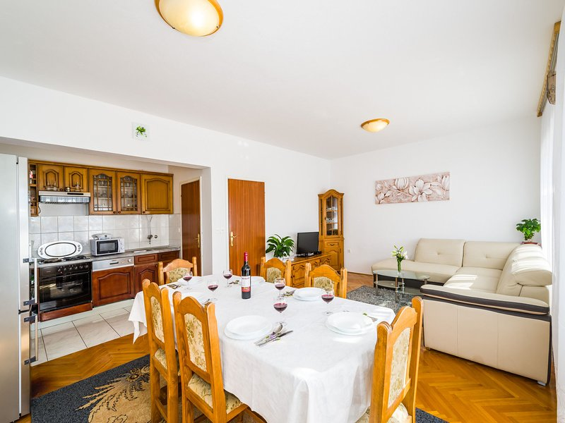House Marija-with view to the sea and the mountains, vacation rental in Jasenice