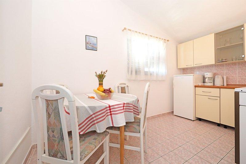 Apartments Marica, holiday rental in Tijesno