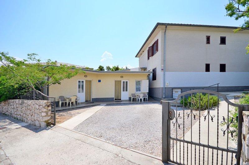 Apartments Branimir, holiday rental in Novi Vinodolski