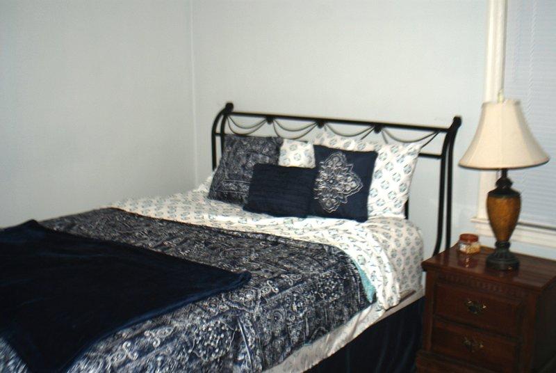 Affordable comfy home that sleeps 9 people. Convenient to Jacksonville Events, aluguéis de temporada em Orange Park