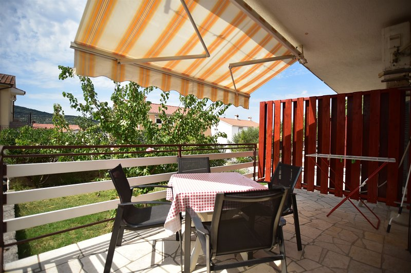 Apartments Gorast, holiday rental in Valun