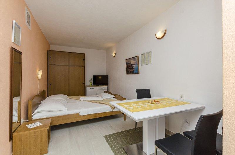Apartments Denis, holiday rental in Sumpetar