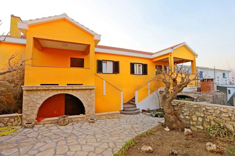 Apartments Jure, holiday rental in Razanac