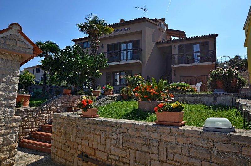 Apartments and Rooms Viktorija, holiday rental in Pjescana Uvala