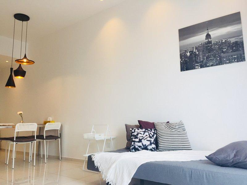 Bukit Bintang 1 Bedroom Luxurious Home For 4 pax., vakantiewoning in Kuala Lumpur
