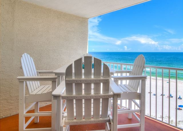 Clearwater 8C ~ Beach Front with Covered Pkg ~ Bender Vacation Rentals, location de vacances à Gulf Shores