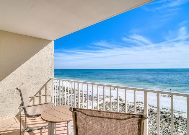 Colorful Coastal Decor and Awesome View ~ Bender Vacation Rentals, alquiler de vacaciones en Gulf Shores