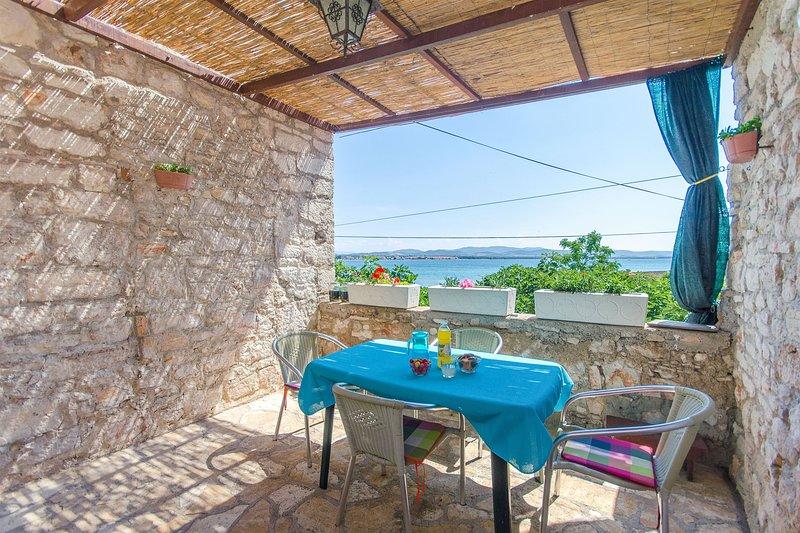 Apartments Islandbreeze, casa vacanza a Prvic