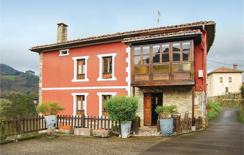 Awesome home in El Cueto with 3 Bedrooms (ENN011), alquiler vacacional en Arenas de Cabrales