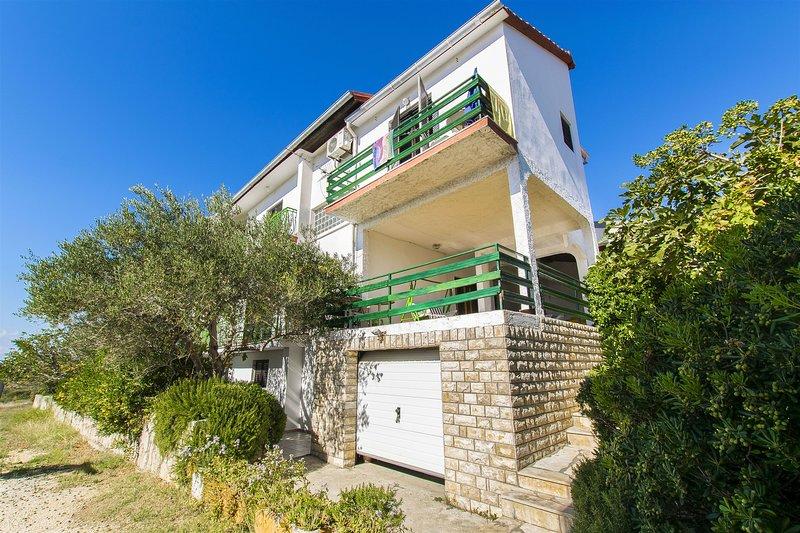 Apartments Milena, holiday rental in Rtina