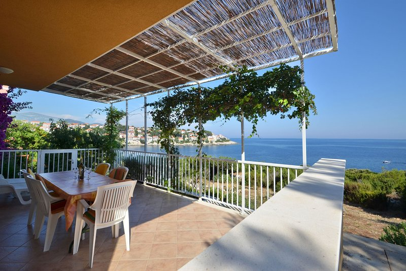 House Julije, holiday rental in Cara