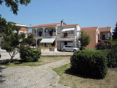 Apartments Dalibor, vacation rental in Radosinovci
