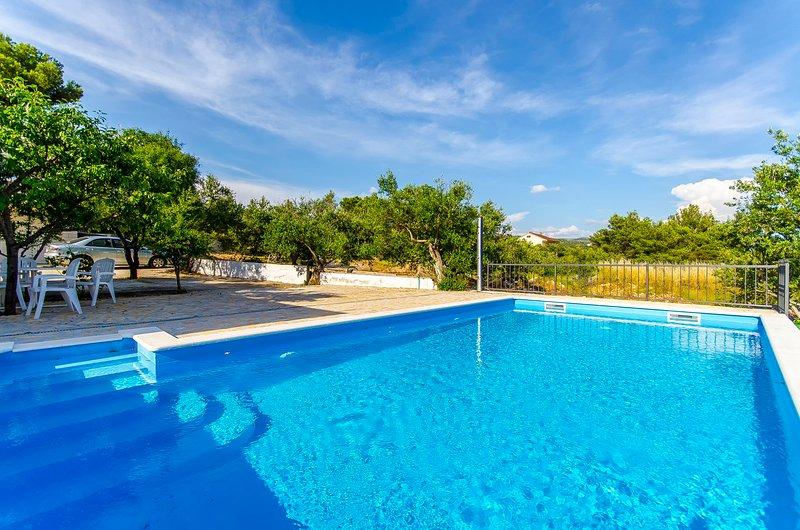Apartments Ugrina, holiday rental in Podglavica