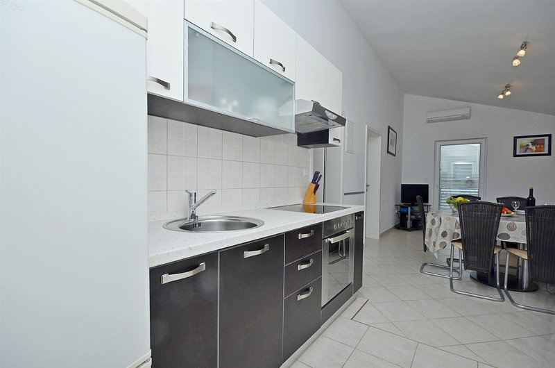 Apartments Šime, holiday rental in Srima