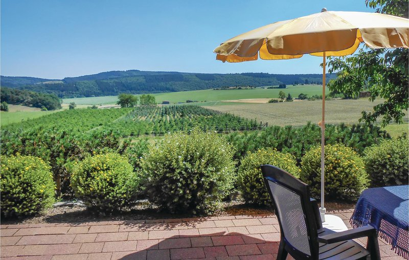 Stunning home in Medebach-Düdinghausen with WiFi and 2 Bedrooms (DNW158), holiday rental in Korbach