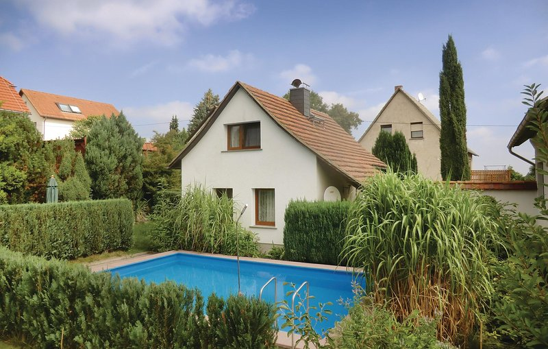 Beautiful home in Spitzkunnersdorf with 2 Bedrooms (DOL120), holiday rental in Gorlitz