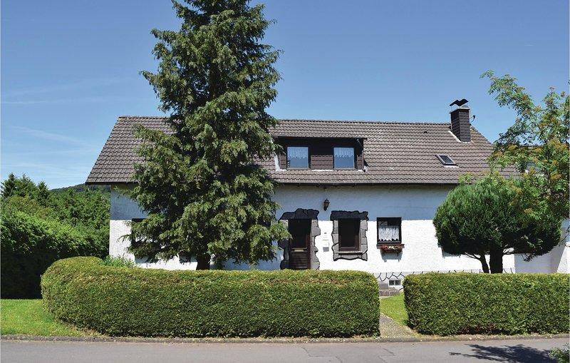 Stunning home in Oberbettingen with 3 Bedrooms (DRP305), holiday rental in Hillesheim