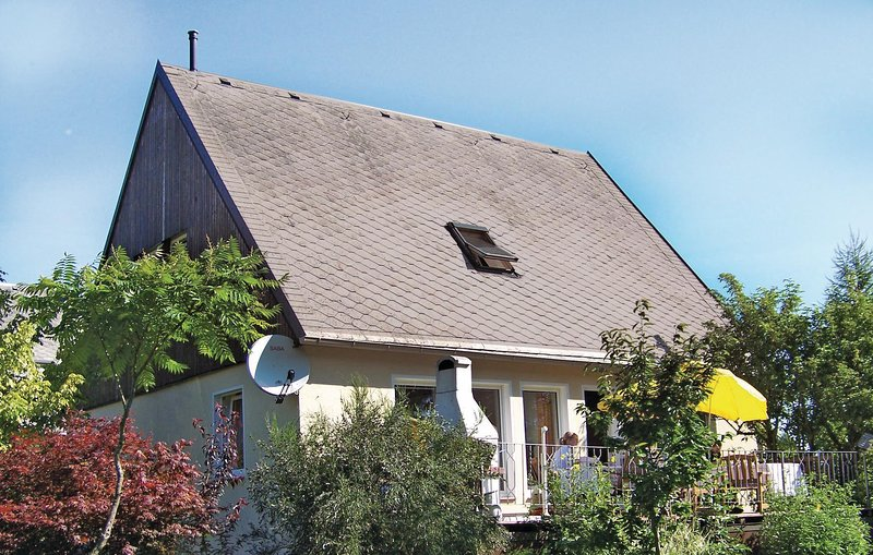 Nice home in Bad Brambach with Sauna and 5 Bedrooms (DSA220), holiday rental in Skalna