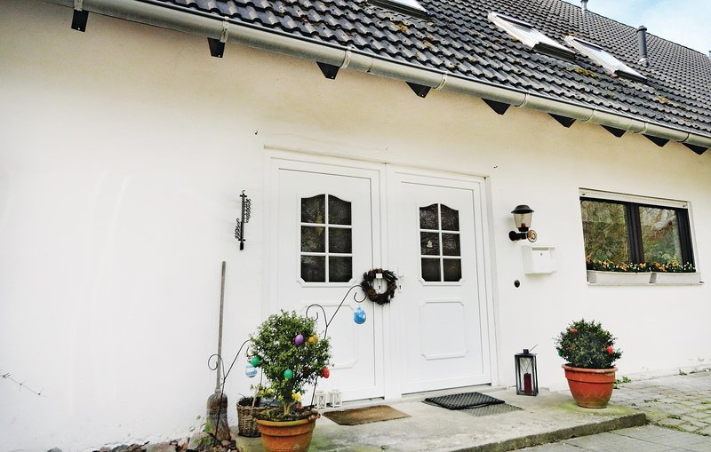 Awesome home in Stein w/ WiFi and 1 Bedrooms (DSH243), casa vacanza a Wendtorf