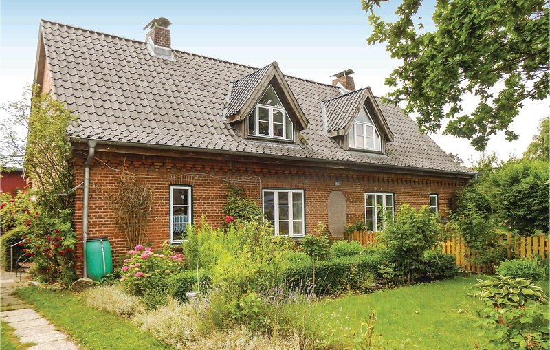 Beautiful home in Flüggendorf with WiFi and 1 Bedrooms (DSH244), Ferienwohnung in Großharrie