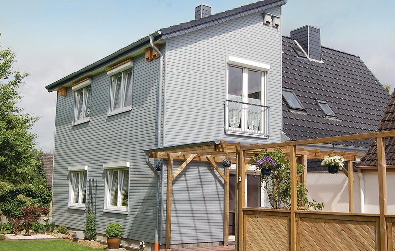 Awesome home in Windeby OT Friedland with WiFi and 2 Bedrooms (DSH348), alquiler vacacional en Gross Wittensee