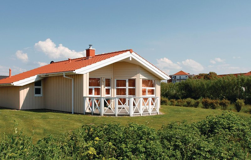 Amazing home in Friedrichskoog with Sauna and 3 Bedrooms (DSH604), holiday rental in Friedrichskoog