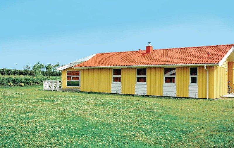 Beautiful home in Friedrichskoog with Sauna and 5 Bedrooms (DSH610), holiday rental in Friedrichskoog