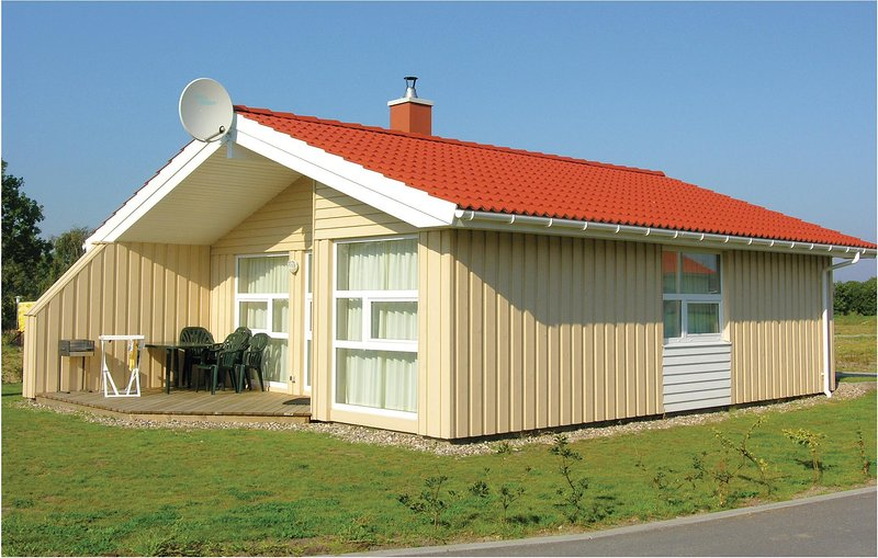 Awesome home in Friedrichskoog with Sauna and 3 Bedrooms (DSH616), holiday rental in Friedrichskoog