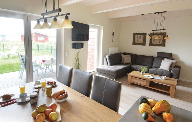 Stunning home in Dagebüll with Sauna and 3 Bedrooms (DSH909), vacation rental in Wyk auf Foehr