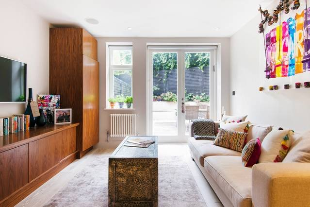 Chic, Arty Apartment with Garden Patio in Hampstead, holiday rental in Haringey