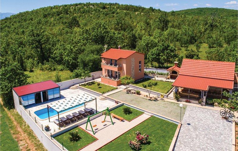 Nice home in Ugljane with Sauna, WiFi and 3 Bedrooms (CDF512), casa vacanza a Ugljane