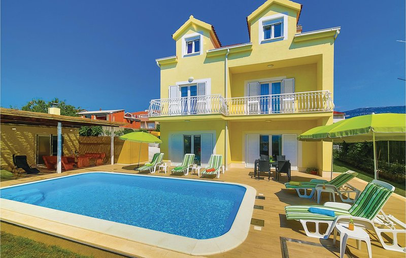 Awesome home in Kastel Stafilic with Sauna, WiFi and 5 Bedrooms (CDF579), casa vacanza a Kastel Stafilic