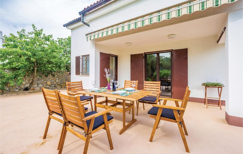 Stunning home in Muraj with WiFi and 2 Bedrooms (CKK905), holiday rental in Kornic