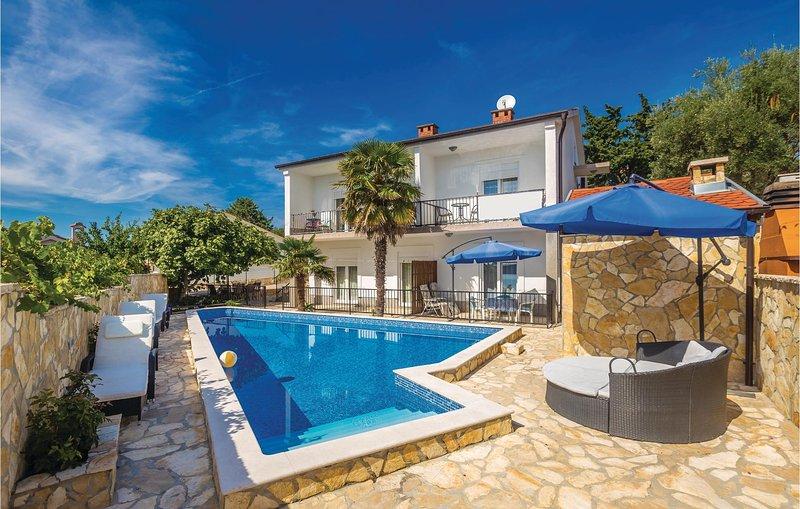 Awesome home in Krk with WiFi and 2 Bedrooms (CKK923), alquiler de vacaciones en Silo