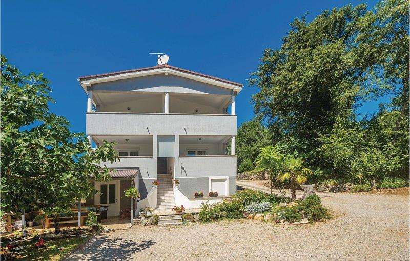 Beautiful home in Njivice with WiFi and 2 Bedrooms (CKK944), location de vacances à Sveti Vid-Miholjice